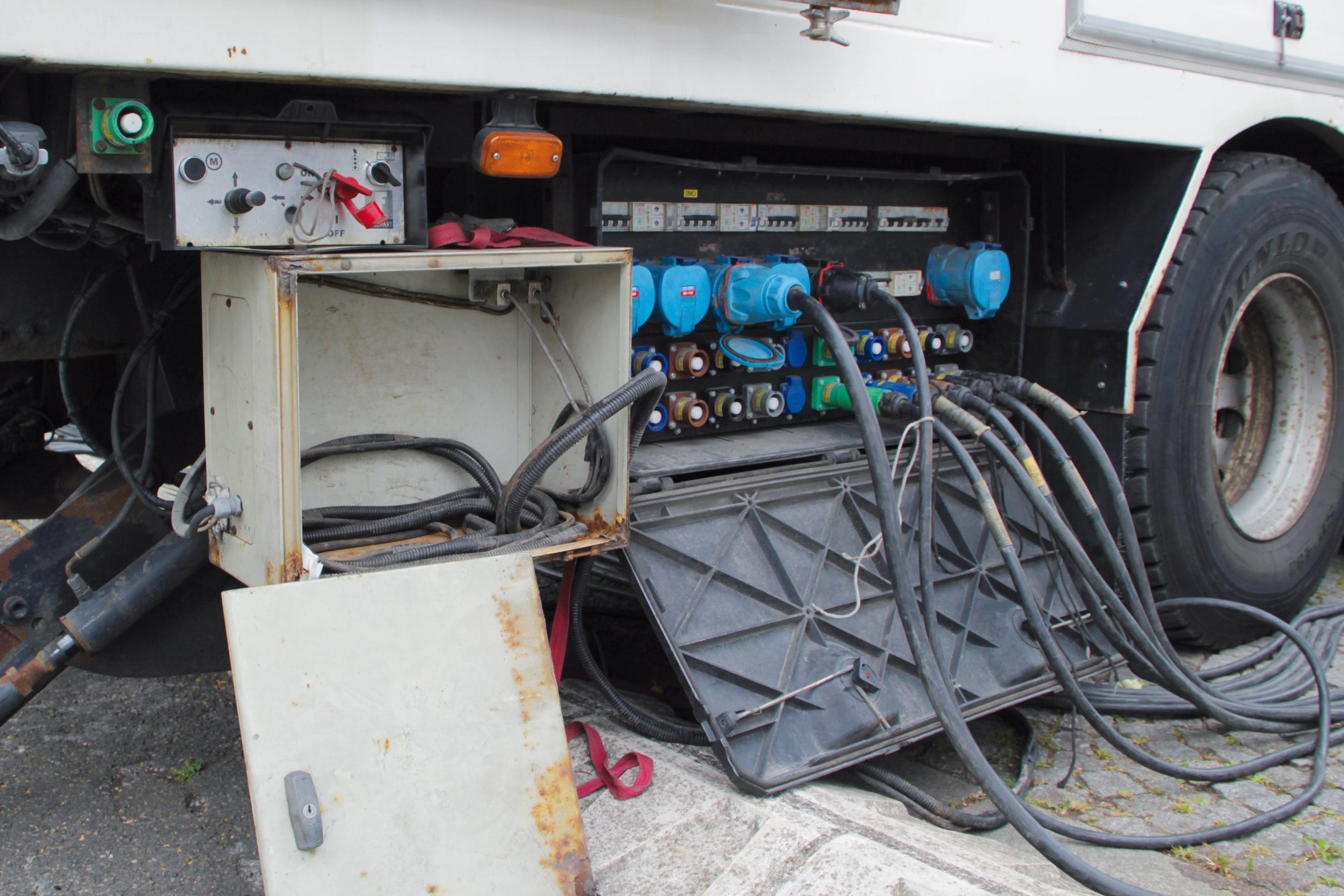prise électrique, prise électrique industrielle, connecteur, tour de france